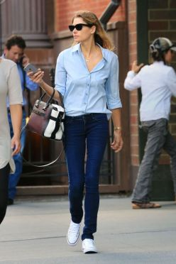 hbz-denim-jessica-hart-getty