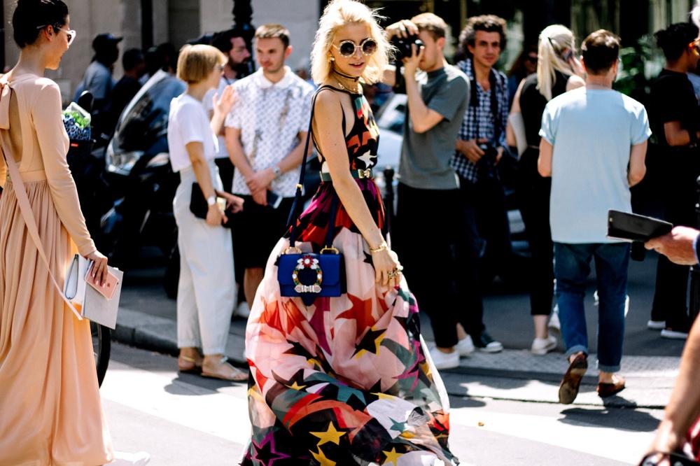 street_style_paris_fashion_week_alta_costura_otono_invierno_2017_578258341_1800x1200